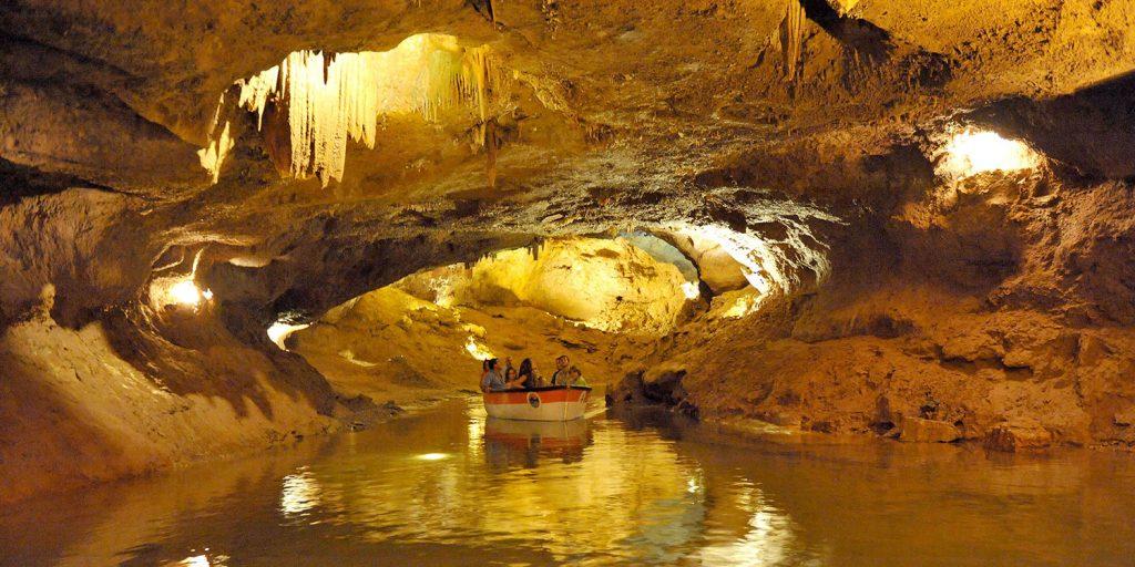 Пещеры подземной реки