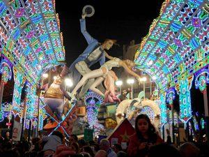 Las Fallas: яркий фестиваль огня и фейерверков в Валенсии