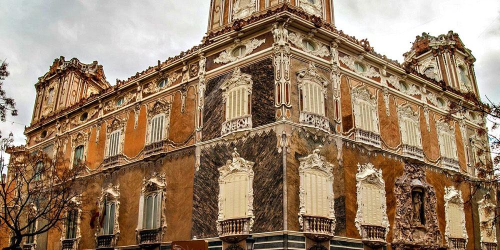 Фасад музея керамики в Валенсии