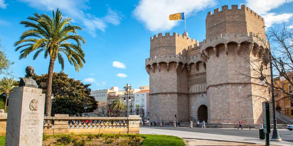 Башни Torres de Serrano. Валенсия. Испания