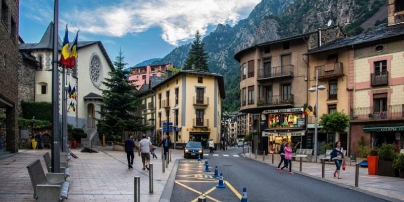 Андорра: 11 музеев, курорт и шопинг-центр