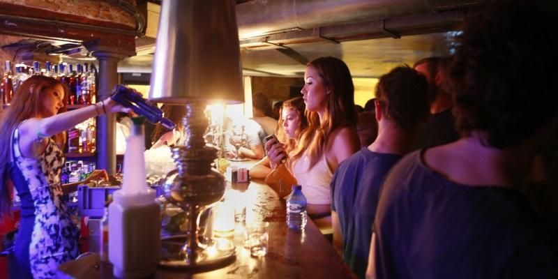 Валенсия ночью: что нужно знать+3 крутых клуба